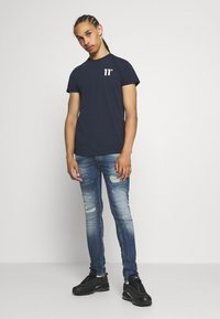 Tigha - MORTEN REPAIRED - Jeans slim fit - mid blue - 1