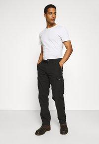 Volcom - MITER III CARGO PANT - Cargo trousers - black - 3