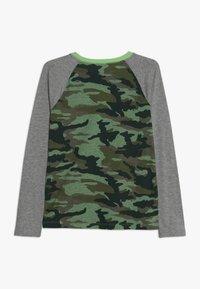 J.CREW - CAMO RAGLAN HENLEY - T-shirt à manches longues - heather grey - 1