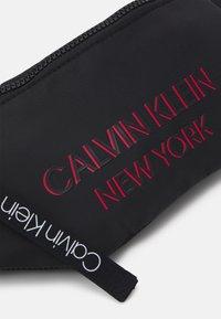 Calvin Klein - WAISTBAG UNISEX - Ledvinka - black - 3