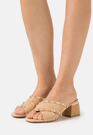 Pantofle na podpatku - sand