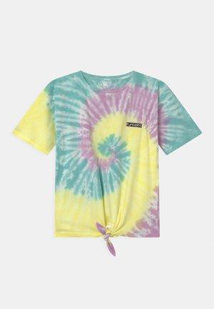 BATIK TEENAGER - Print T-shirt - lemon