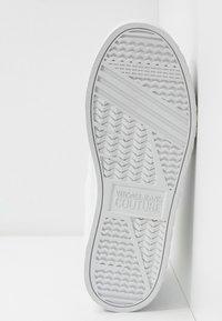 Versace Jeans Couture - CASSETTA LOGATA  - Baskets montantes - white - 4