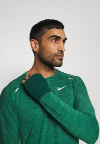 Nike Performance - SPHERE ELEMENT CREW 3.0 - Fleece jumper - pro green/lucky green - 3