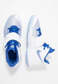 Nike Performance - KYRIE FLYTRAP III - Koripallokengät - white/varsity royal/pure platinum - 1