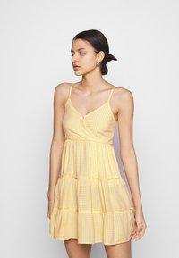 Hollister Co. - BARE FEMME SHORT DRESS - Kjole - yellow - 0
