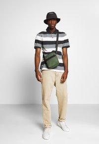 Nike Sportswear - MATCHUP STRIPE - Polo shirt - black/white - 1