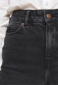 New Look Petite - SRI LANKA MOM - Relaxed fit jeans - black - 5
