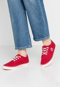 s.Oliver - LACE-UP - Tenisky - red - 0
