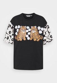 Marimekko - KARHUNPUTKI KAKSOSET PLACEMENT - Print T-shirt - black/off white/orange brown - 0