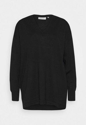 THELMA - Stickad tröja - black