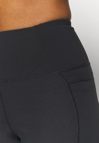 Cotton On Body - POCKET BIKE SHORT - Leggings - black - 4