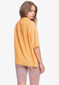 Quiksilver - SURF CAMP - Button-down blouse - chamois - 2