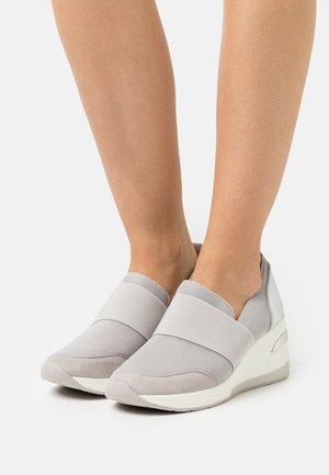 EMILLIA - Classic heels - grey