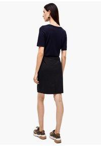 s.Oliver BLACK LABEL - Pencil skirt - navy - 2