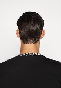 EA7 Emporio Armani - TEE COLLAR LOGO  - Print T-shirt - black - 3