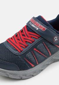 Skechers - DYNAMIC FLASH - Sneaker low - navy/red - 5