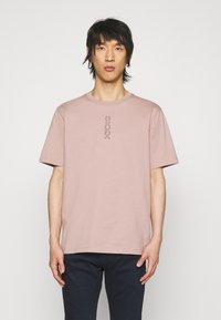 HUGO - DURNED - Print T-shirt - light pastel brown - 0