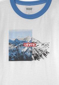 Levi's® - GRAPHIC RINGER UNISEX - T-shirts print - white - 2