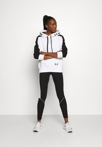 Under Armour - RIVAL HOODIE - Mikina s kapucí - white - 1