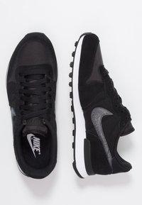 Nike Sportswear - INTERNATIONALIST - Sneakers - black/dark grey - 3