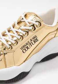 Versace Jeans Couture - CHUNKY SOLE - Sneakers basse - oro - 2