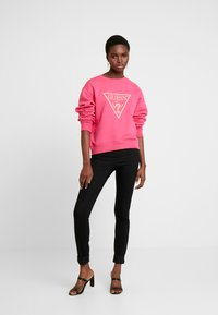Guess - Sweatshirts - rouge/exotic rose - 1