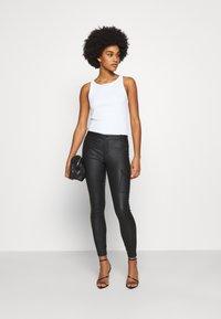 ONLY - ONYROYAL COATED PANT - Pantalon cargo - black - 1