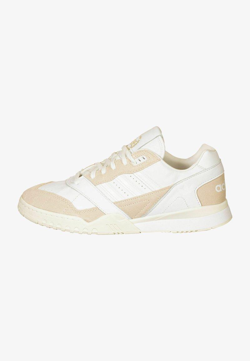 adidas Originals - A.R. TRAINER - Baskets basses - ftwr white