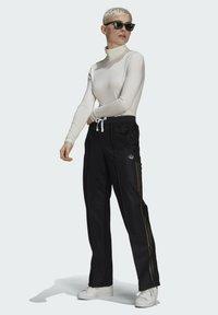 adidas Originals - WIDE-LEG JOGGERS - Joggebukse - black - 1