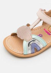 Shoo Pom - TITY RAINBOW - Sandaler - pink/opal/lila - 5