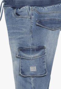 Name it - NMMBOB  - Pantalones cargo - light blue denim - 2