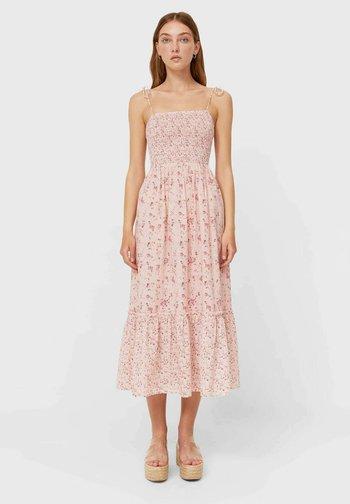 MIT BLUMEN - Robe d'été - light pink