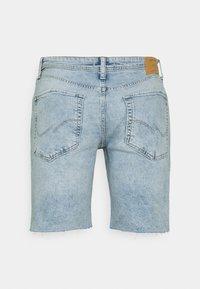 Jack & Jones - JJIRICK JJORIGINAL CUT OFF - Denim shorts - blue denim - 1