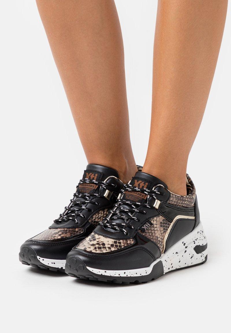 XTI - Zapatillas - black