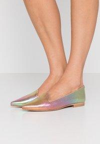 Chatelles - FRANÇOIS POINTY - Półbuty wsuwane - rainbow metallic/rose gold - 0