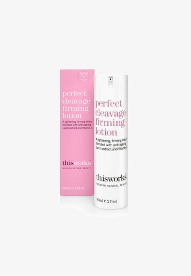 THIS WORKS PERFECT CLEAVAGE FIRMING LOTION - Anti-Cellulite - white