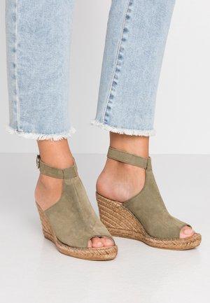 WAYFARER WEDGE - High heeled sandals - olive