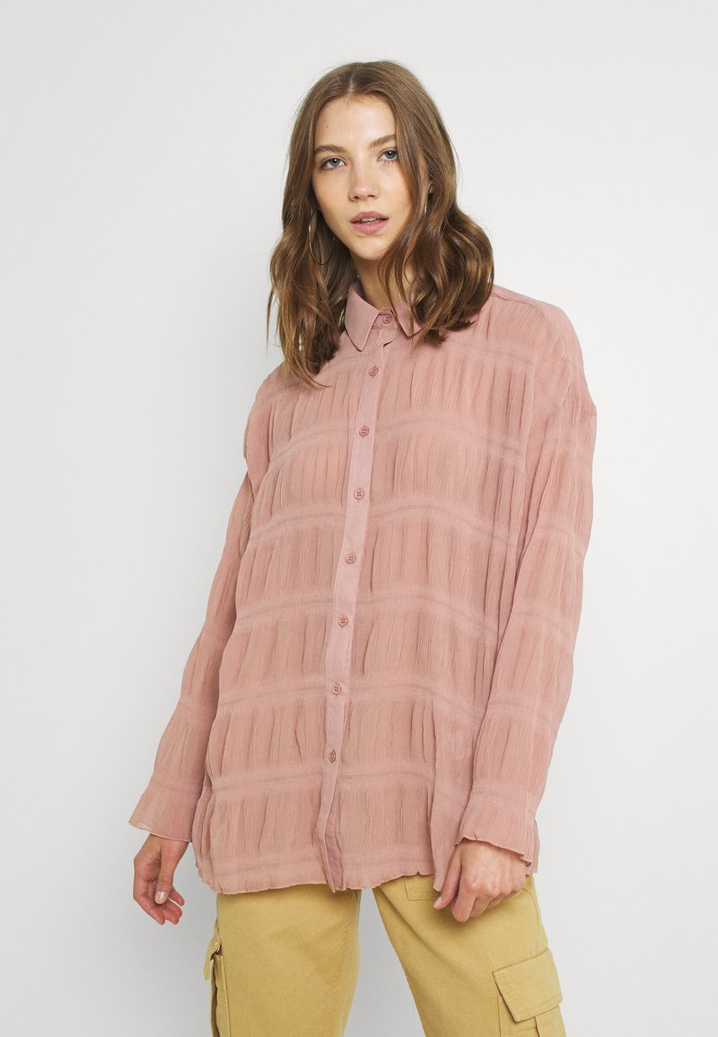 Missguided - SHEER CRINKLE EXTREME OVERSIZED SHIRT - Button-down blouse - blush