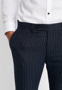 Piazza Italia - PANTALONE - Spodnie garniturowe - blue - 5
