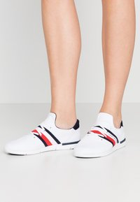 Tommy Hilfiger - SPORTY LIGHTWEIGHT  - Sneakers - white - 0