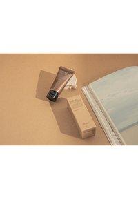Benton - SNAIL BEE HIGH CONTENT STEAM CREAM - Dagcrème - - - 6