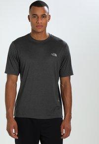 The North Face - MEN'S REAXION AMP CREW - Basic T-shirt - dark grey heather - 0