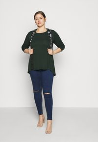 Missguided Plus - LAWLESS HIGHWAISTED SUPERSOFT ANKLE ZIP - Jeans Skinny Fit - deep blue - 1
