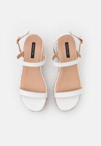 Patrizia Pepe - Sandály na platformě - white/beige - 4