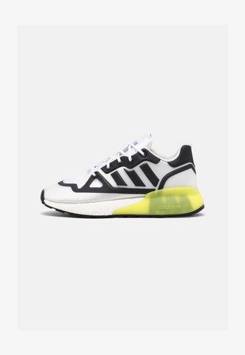 ZX 2K BOOST FUTURESHELL UNISEX - Sneakers laag - white/black/acid yellow
