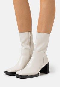 Vagabond - EDWINA - Classic ankle boots - offwhite - 0