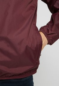 K-Way - CLAUDE LE VRAI UNISEX - Summer jacket - red - 6