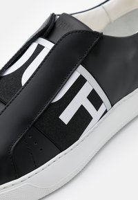 HUGO - FUTURISM  - Mocasines - black - 4