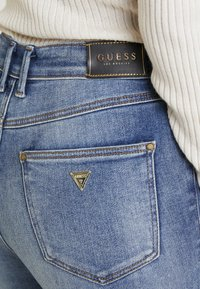 Guess - 1981 - Jeans Skinny Fit - tinted touch - 4